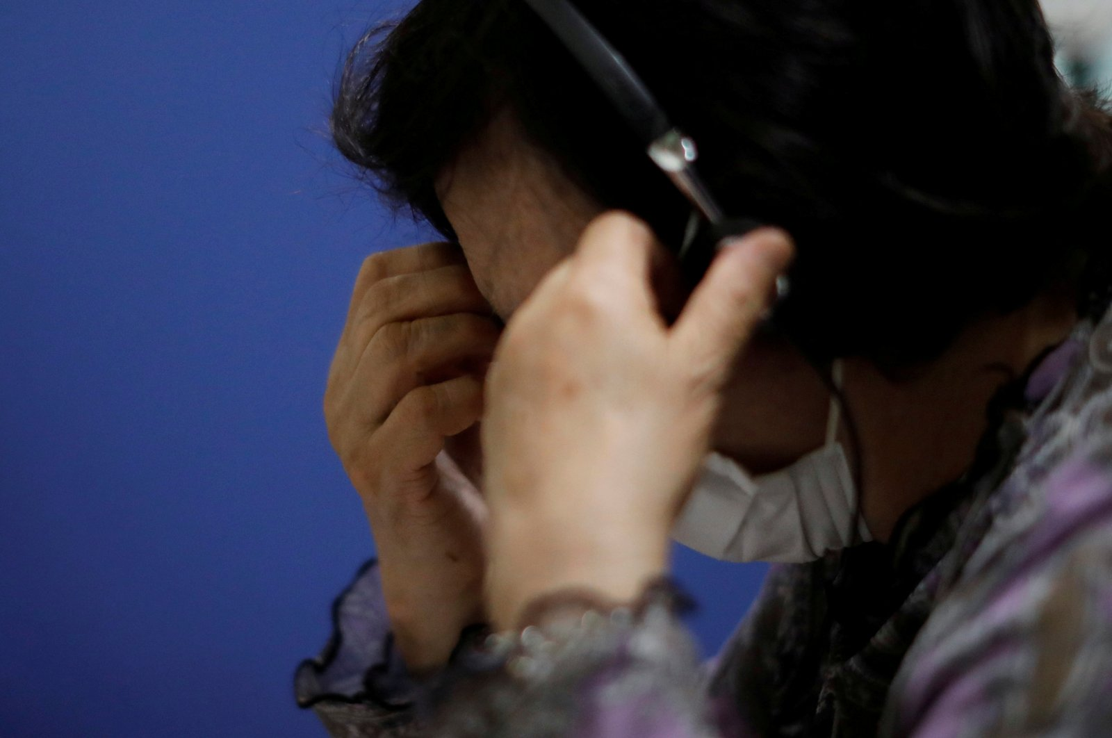 A volunteer responds to an incoming call at the Tokyo Befrienders call center, Tokyo's suicide hotline center, during the spread of the coronavirus disease, in Tokyo, Japan, May 26, 2020. (Reuters Photo)