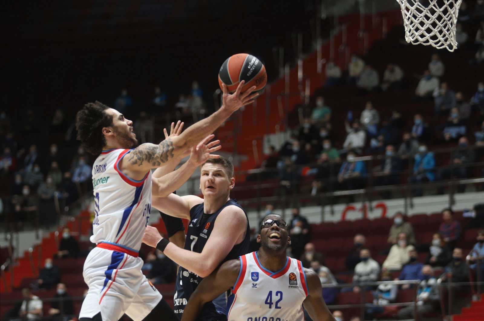 Anadolu Efes' Shane Larkin (L) attempts a shot in a THY EuroLeague match against Zenit, Sibur Arena, St. Petersburg, Russia, Jan. 21, 2021.