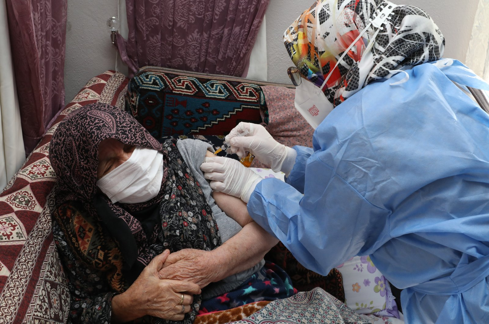 An elderly woman is vaccinated at home, in the capital Ankara, Turkey, Jan. 21, 2021. (AA PHOTO)