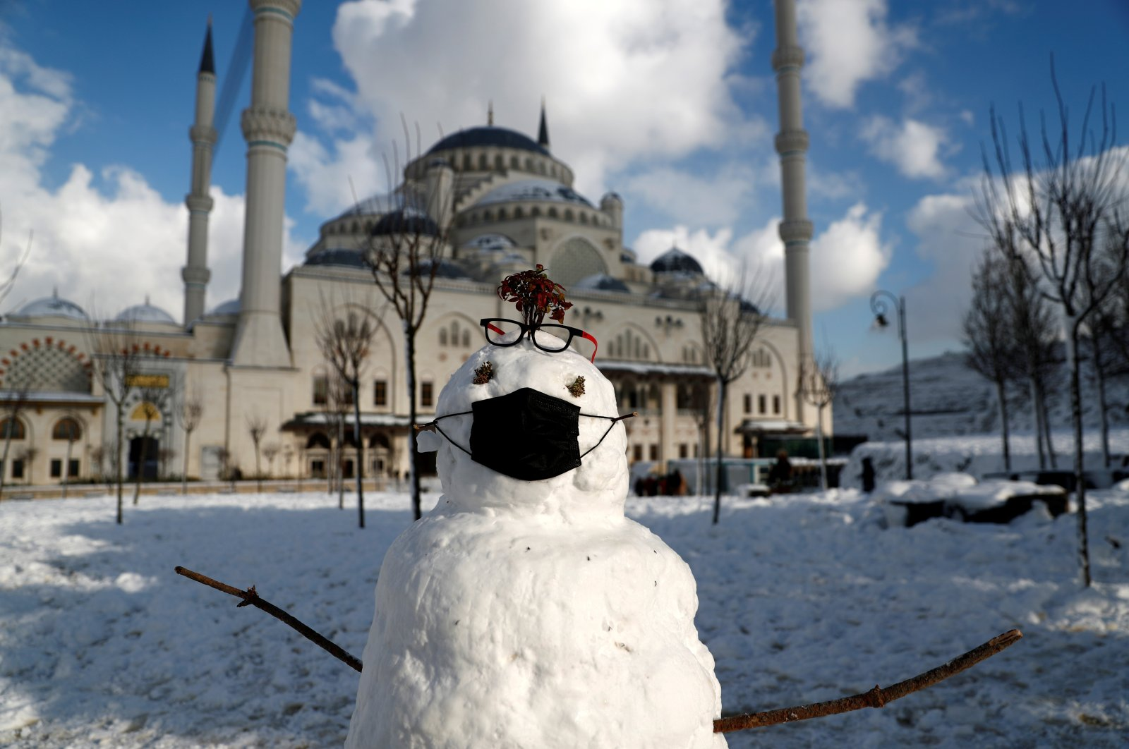 A snowman with a face mask is pictured in front of the Grand Camlica Mosque after snowfall amid the spread of COVID-19 in Istanbul, Turkey, Jan. 18, 2021. (Reuters Photo)