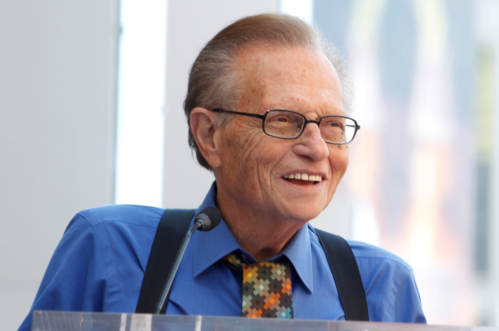 Larry King speaks at ceremonies unveiling comedian Bill Maher's star on the Hollywood Walk of Fame in Hollywood, California, Sept. 14, 2010. (Reuters Photo)