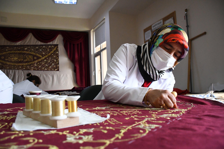 A woman embroiders fabric with sim sırma at Kahramanmaraş Technical Institute, southern Turkey, Jan. 21, 2021. (AA Photo)