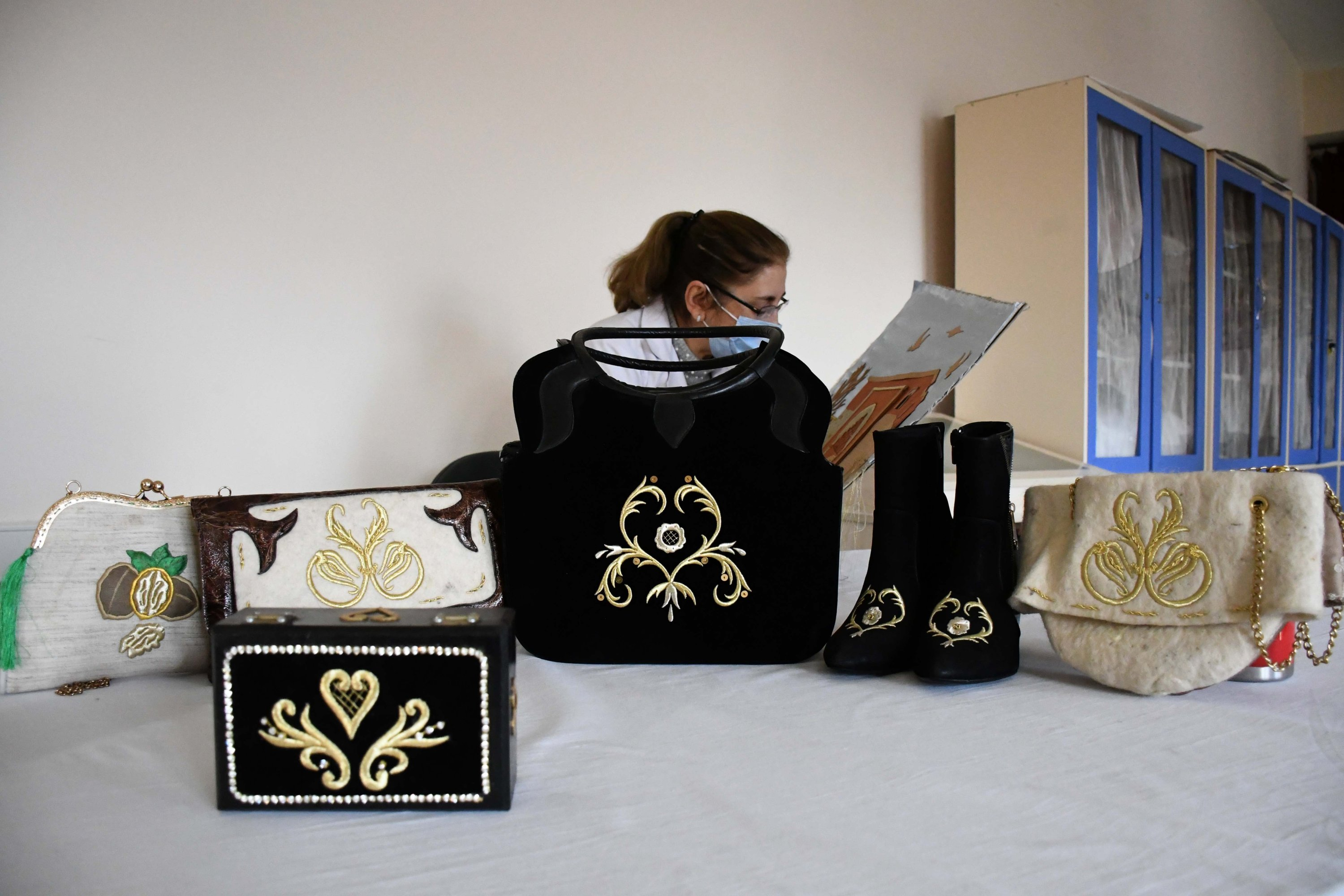 Bags and shoes decorated with sim sırma at Kahramanmaraş Technical Institute, southern Turkey, Jan. 21, 2021. (AA Photo)