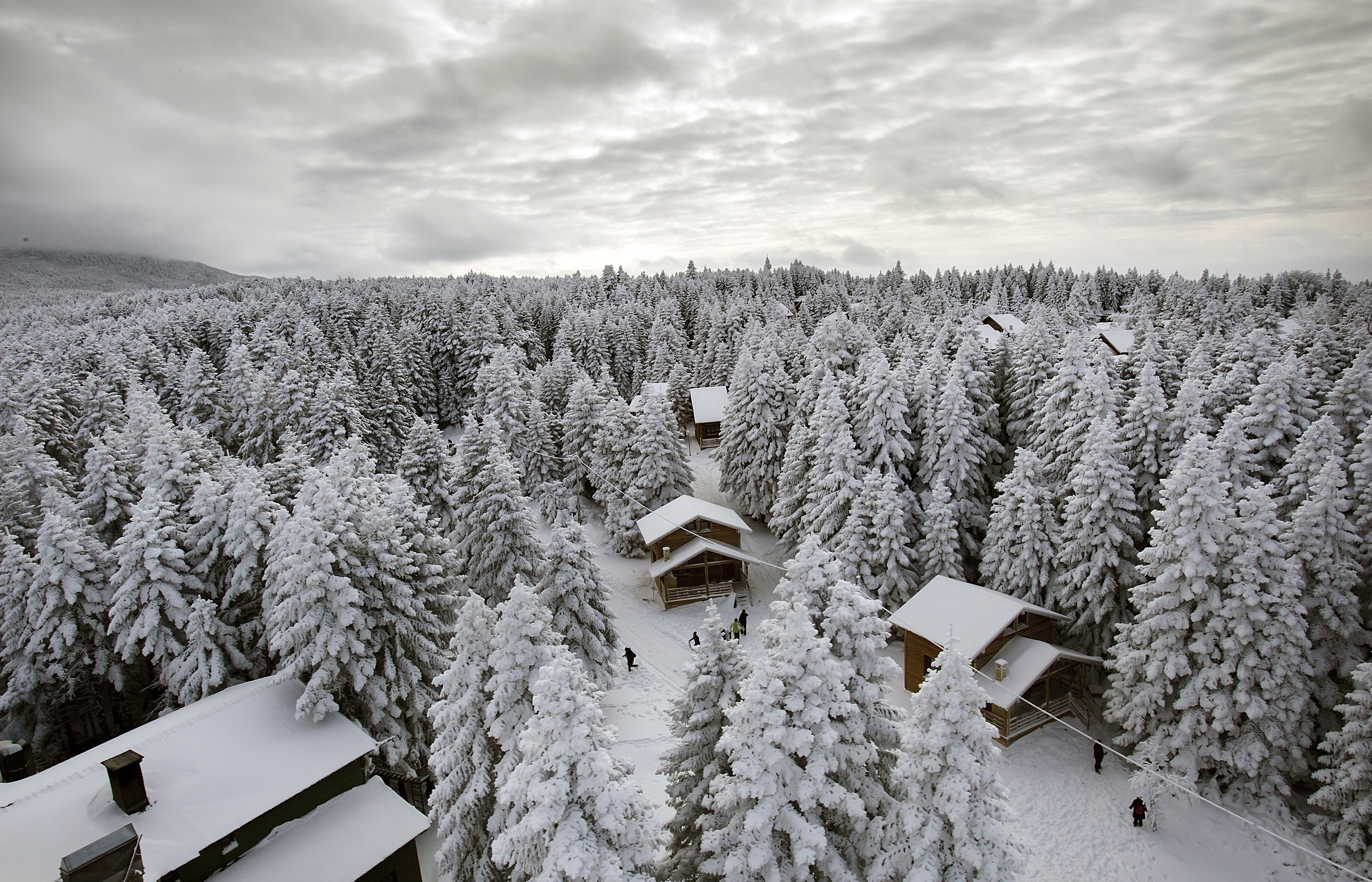 Bursa's Uludağ and mountain lodges have been a favorite for local tourists. (Shutterstock Photo)