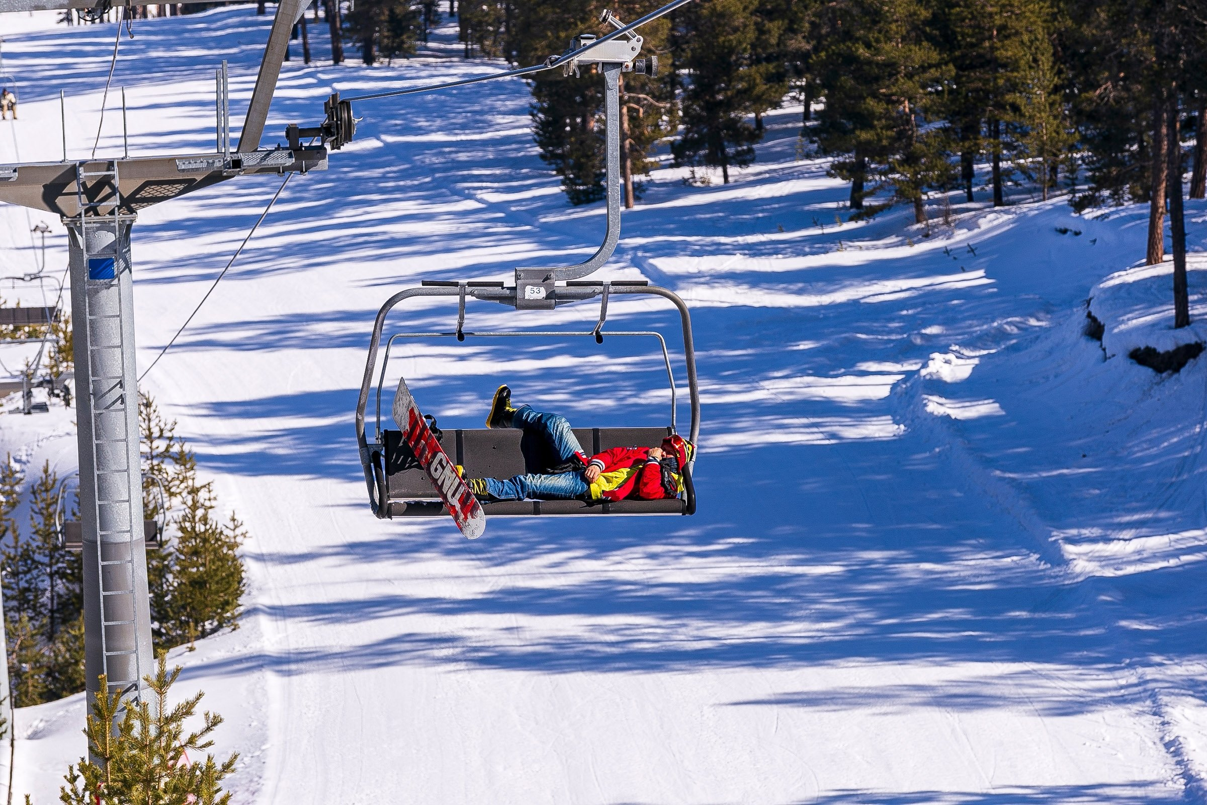 A snowboarder rests on a ski lift at Sarıkamış, Kars. (Shutterstock Photo)