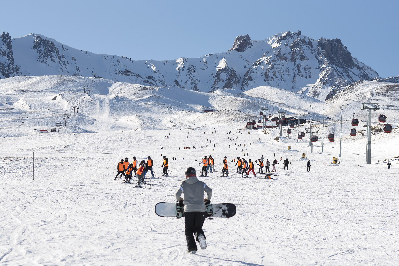 People ski at Erciyes ski resort in Kayseri, central Turkey, Jan. 14, 2019. (Shutterstock Photo)