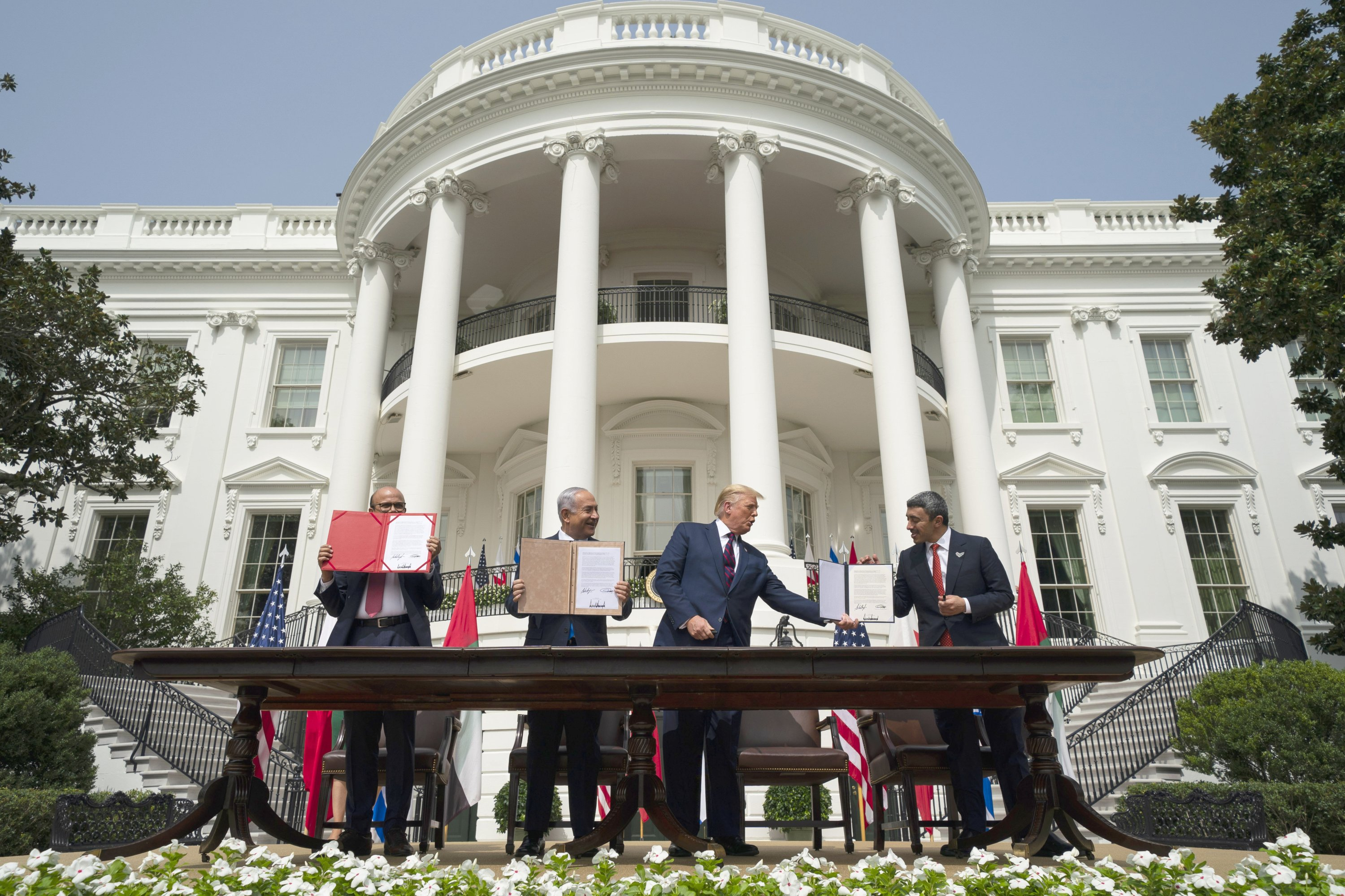 From left to right, Bahrain Foreign Minister Abdullatif al-Zayani, Israeli Prime Minister Benjamin Netanyahu, U.S. President Donald Trump and UAE Foreign Minister Abdullah bin Zayed Al-Nahyan during the Abraham Accords signing ceremony, Washington, D.C.,Sept. 15, 2020. (AP Photo)