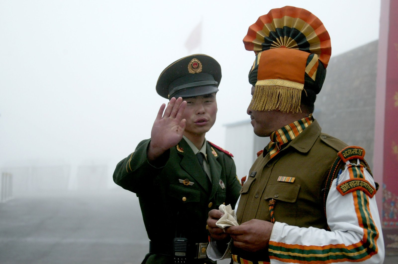 A Chinese soldier gestures as he stands near an Indian soldier on the Chinese side of the ancient Nathu La border crossing between India and China, July 10, 2008. (AFP Photo)