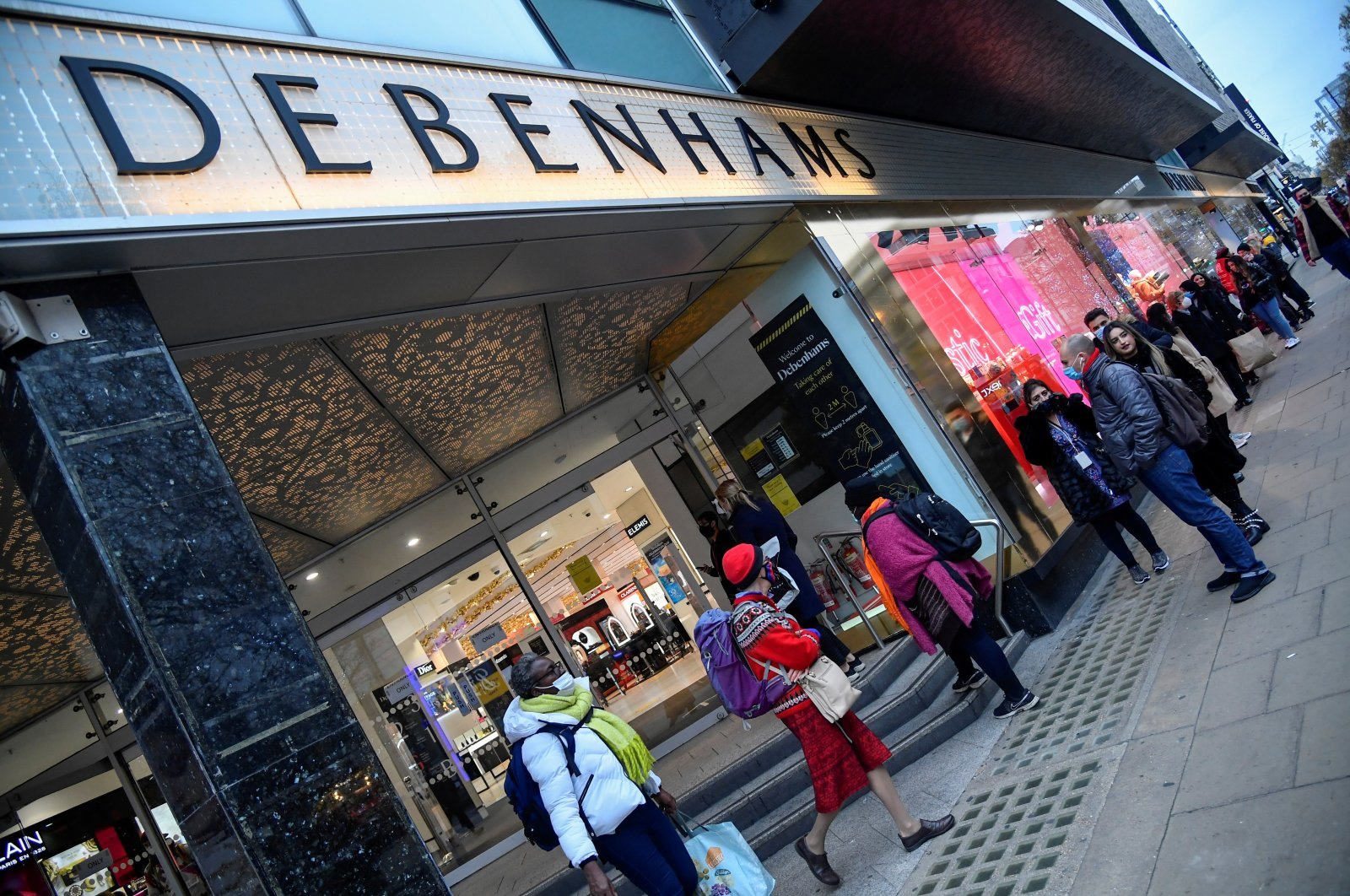 Shoppers queue to enter a Debenhams store On Oxford Street as a second lockdown ends during the outbreak of COVID-19, London, Britain, Dec. 2, 2020. (Reuters Photo)