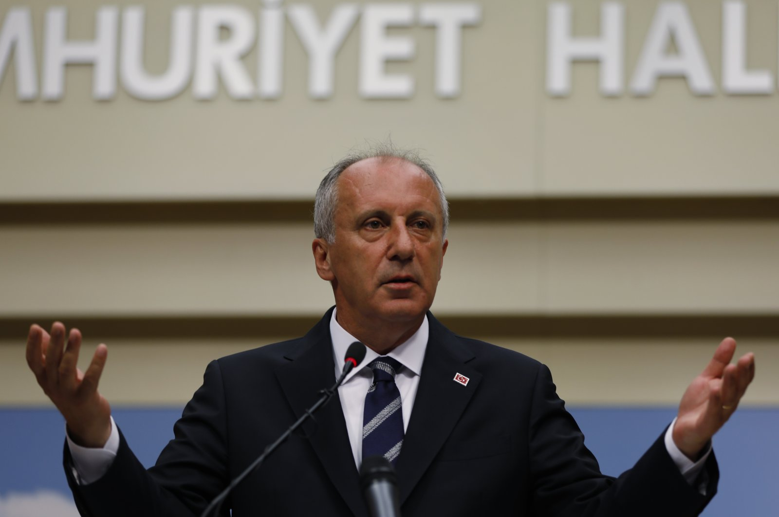 A day after the elections, Muharrem Ince, the candidate of Turkey's main opposition Republican People's Party (CHP), gestures as he speaks at a news conference in the capital Ankara, Turkey, June 25, 2018. (AP Photo)