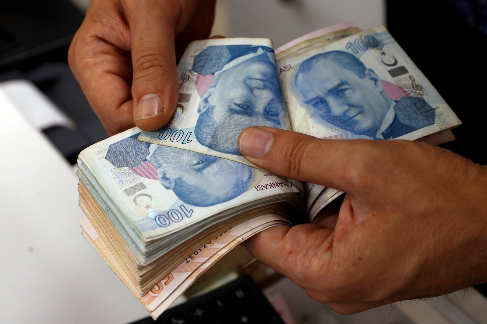 Turkish lira banknotes are counted at a currency exchange office in Istanbul, Turkey, Aug. 2, 2018. (Reuters Photo)