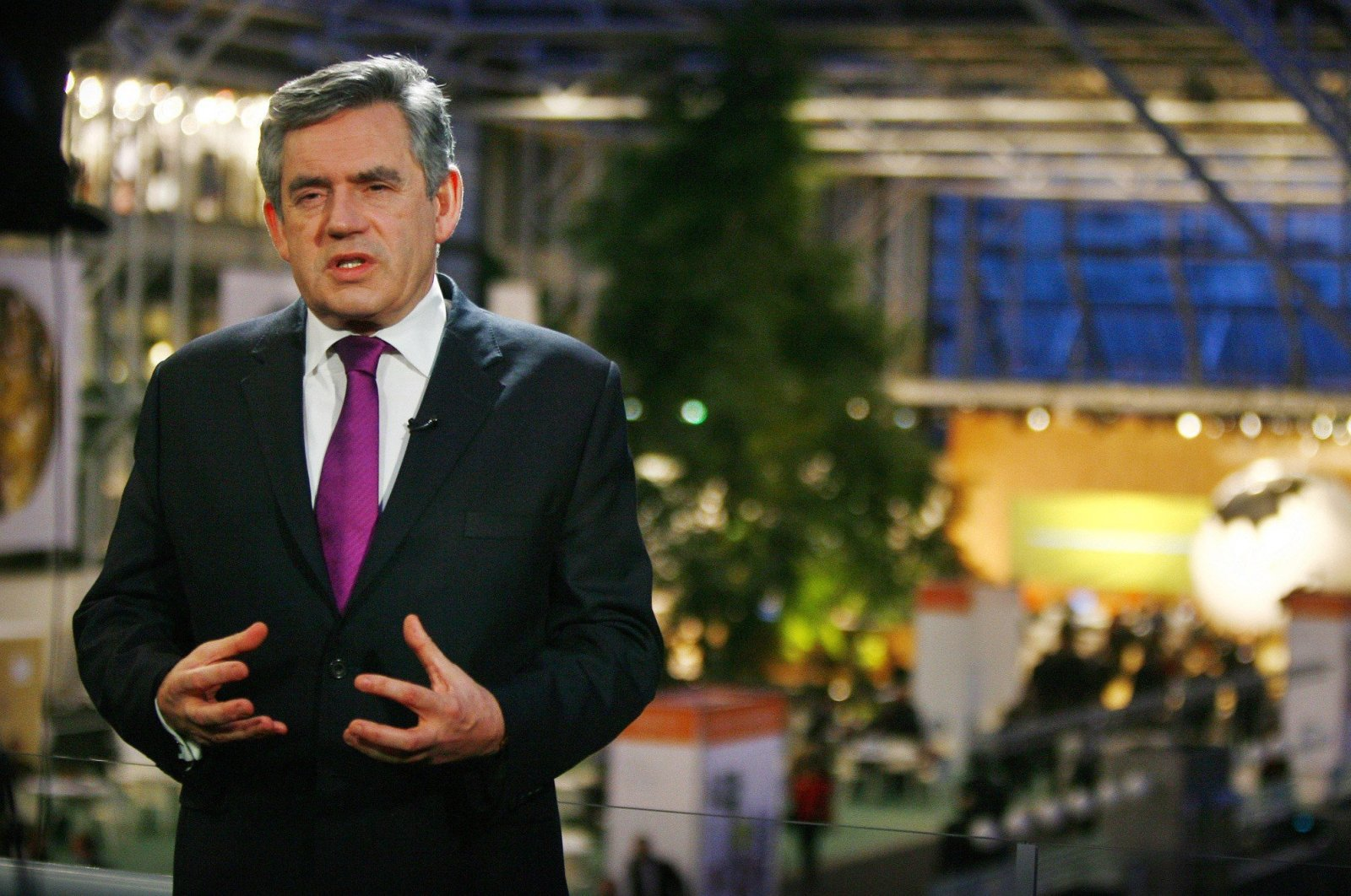 British Prime Minister Gordon Brown gives a television interview as he attends the U.N. Climate Change Conference 2009 in Copenhagen, Dec. 16, 2009. (Reuters Photo)