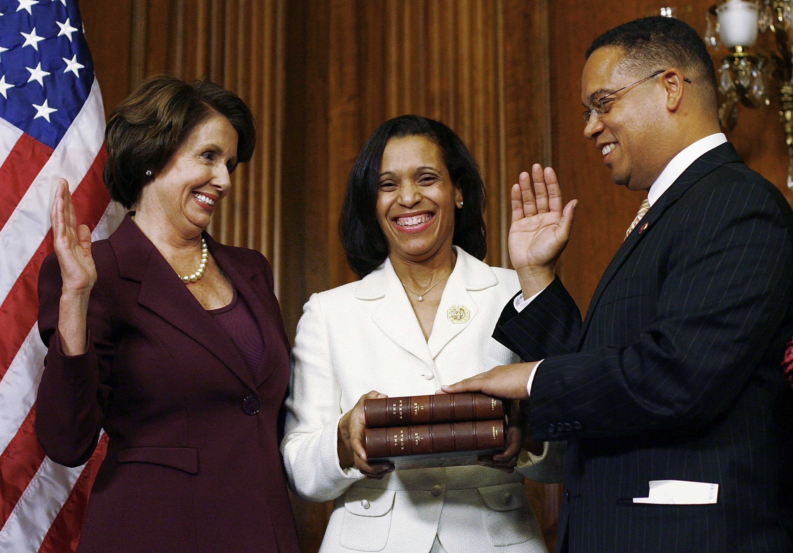 Keith Ellison (R) swears on a copy of the Quran belonging to Thomas Jefferson held by Kim Ellison (C) with House Speaker Nancy Pelosi at the U.S. Capitol, Washington, DC., Jan. 4, 2007. (Getty Images)