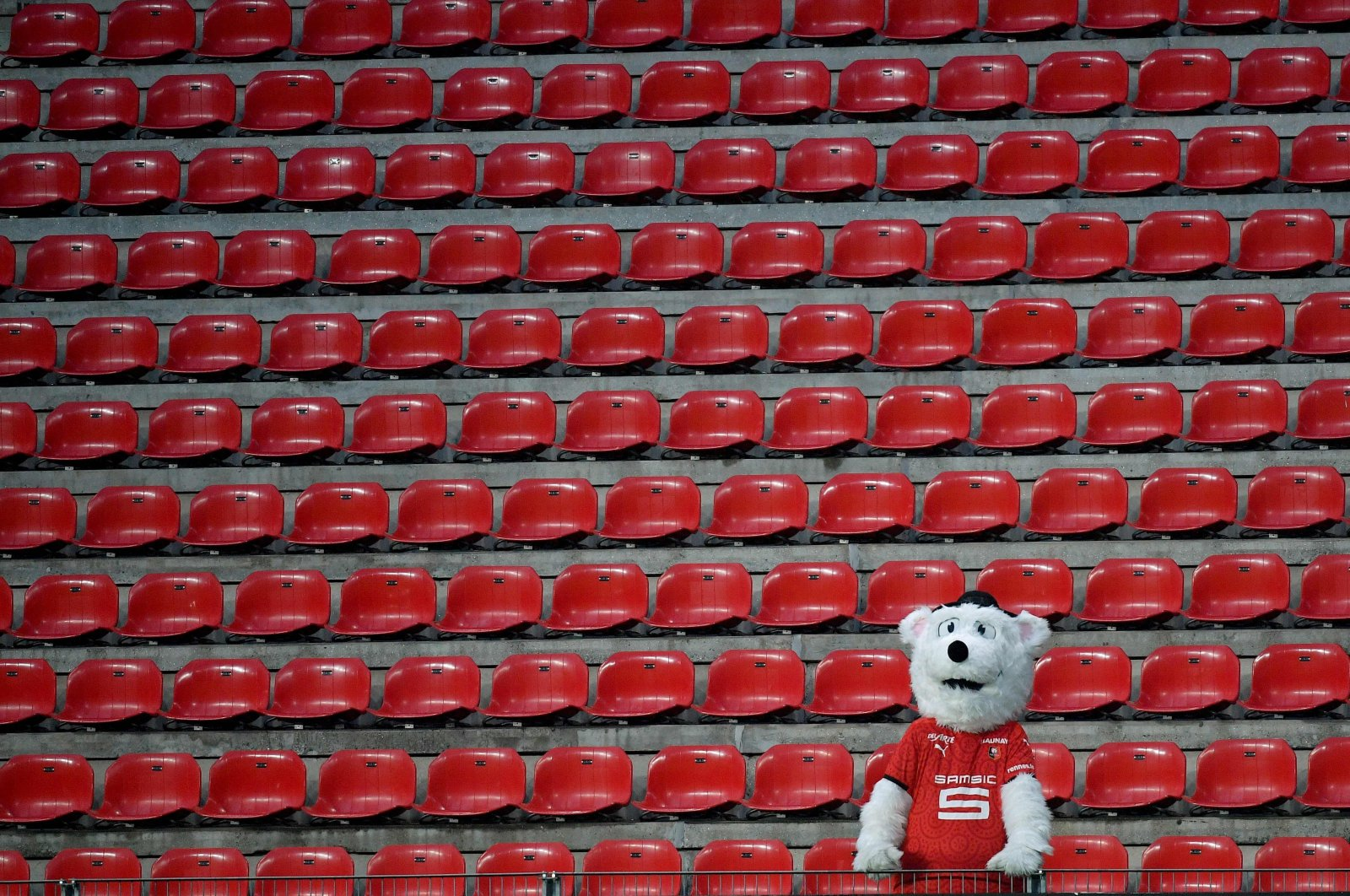 The Rennes' mascot stands in the empty tribunes due to the COVID-19 coronavirus pandemic during the French Ligue 1 football match between Stade Rennais and RC Lens at the Roazhon Park stadium in Rennes, western France, Dec. 5, 2020. (AFP Photo)