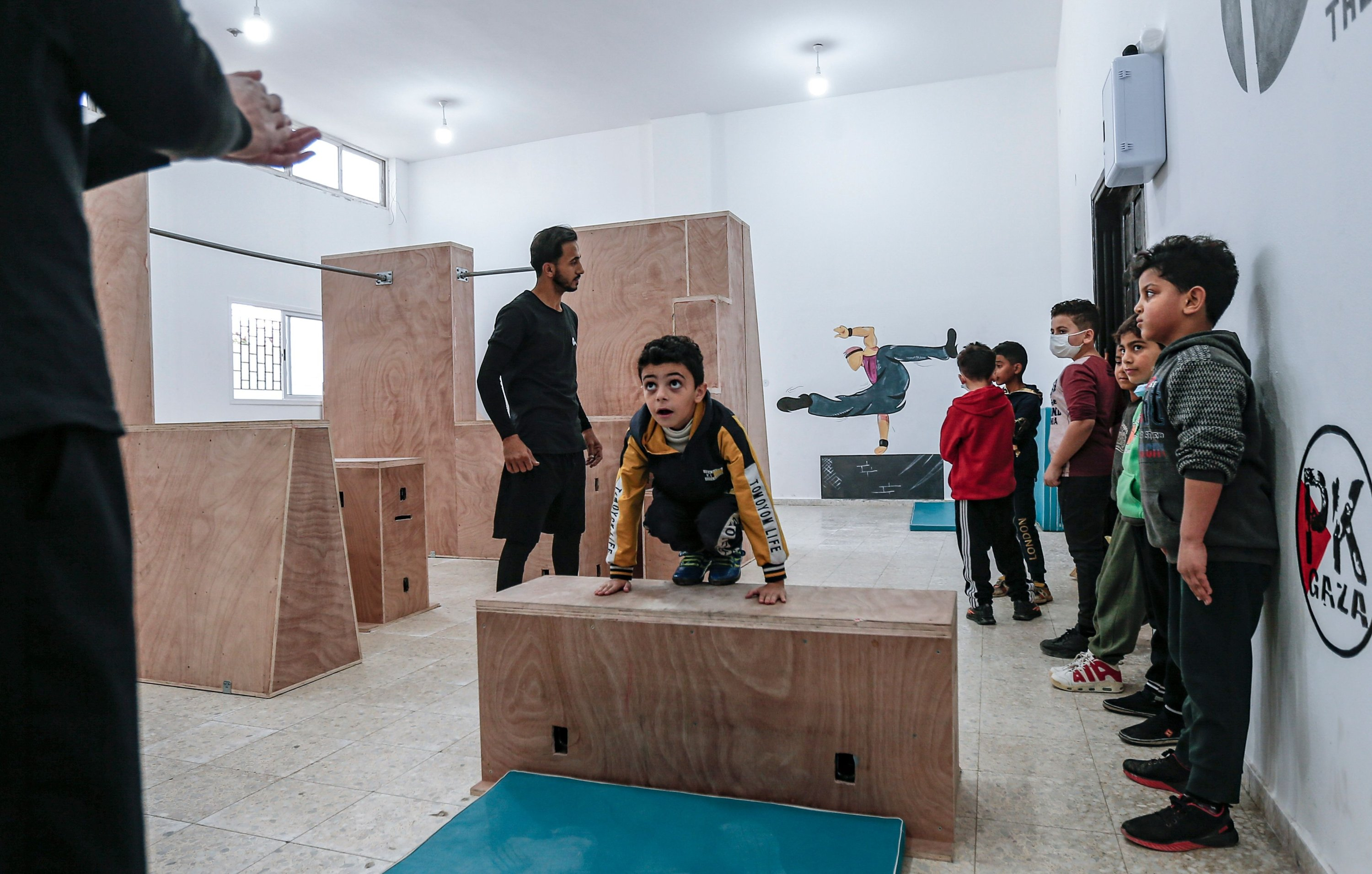 A coach trains Palestinian children at the Wallrunners Parkour Academy's training facility in Gaza City, Dec. 28, 2020. (AFP Photo)