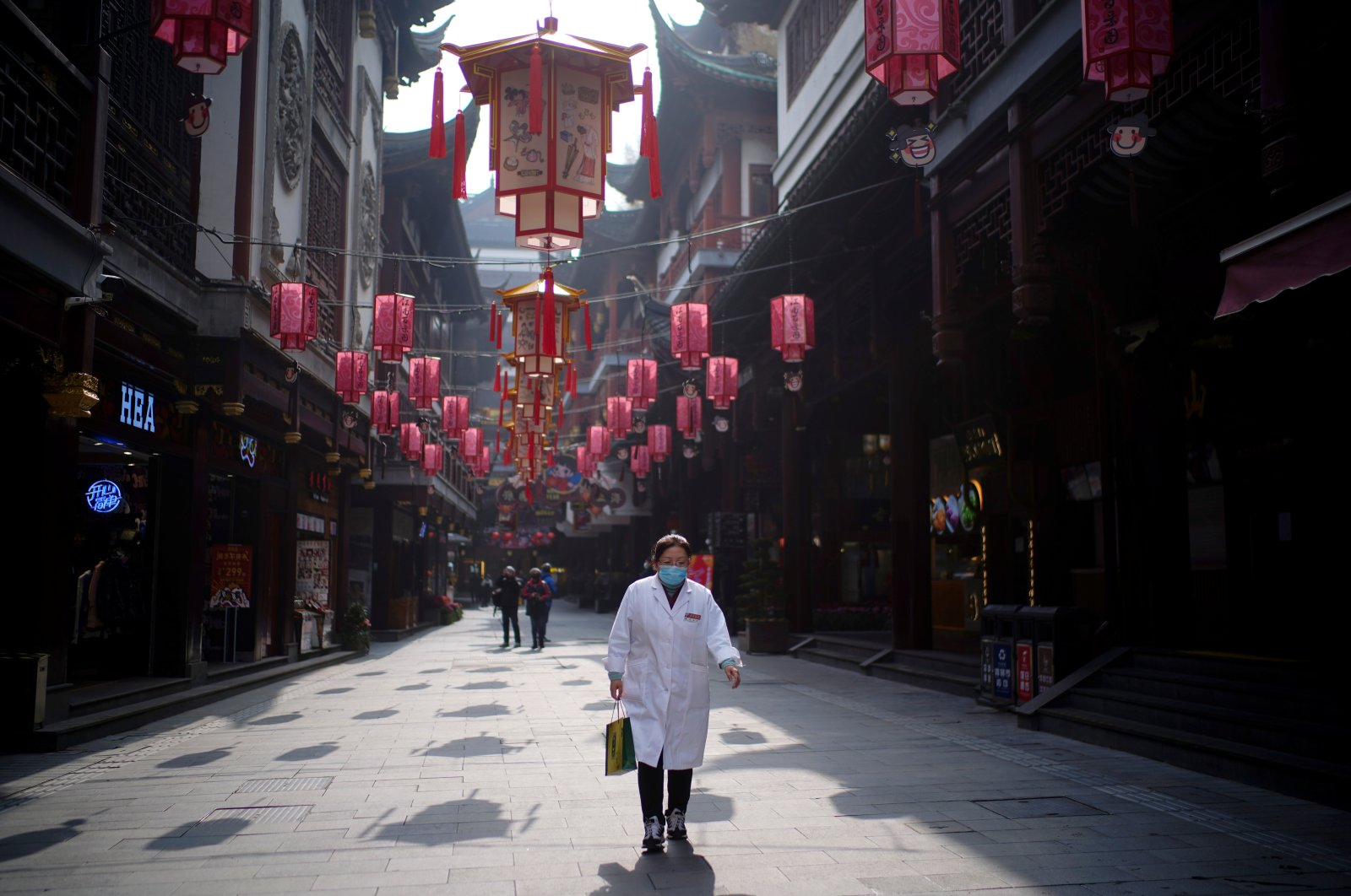 A woman wearing a mask walks at Yu Garden decorated with lanterns ahead of the Chinese Lunar New Year festivity, following a coronavirus outbreak in Shanghai, China, Jan. 27, 2021. (Reuters Photo)