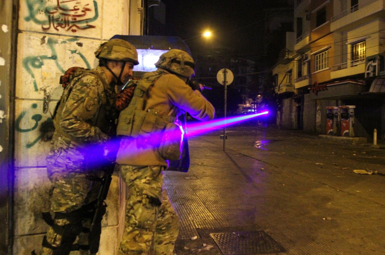 Army soldiers clash with demonstrators during a protest against the lockdown and worsening economic conditions, amid the spread of the coronavirus, in Tripoli, Lebanon on Jan. 26, 2021. (Reuters Photo)