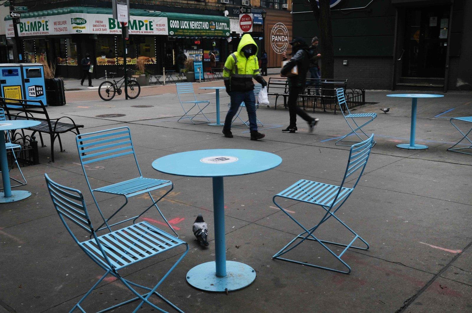 Empty tables sit outside restaurants in downtown Brooklyn, New York City, U.S, Jan. 8, 2021. (EPA Photo)