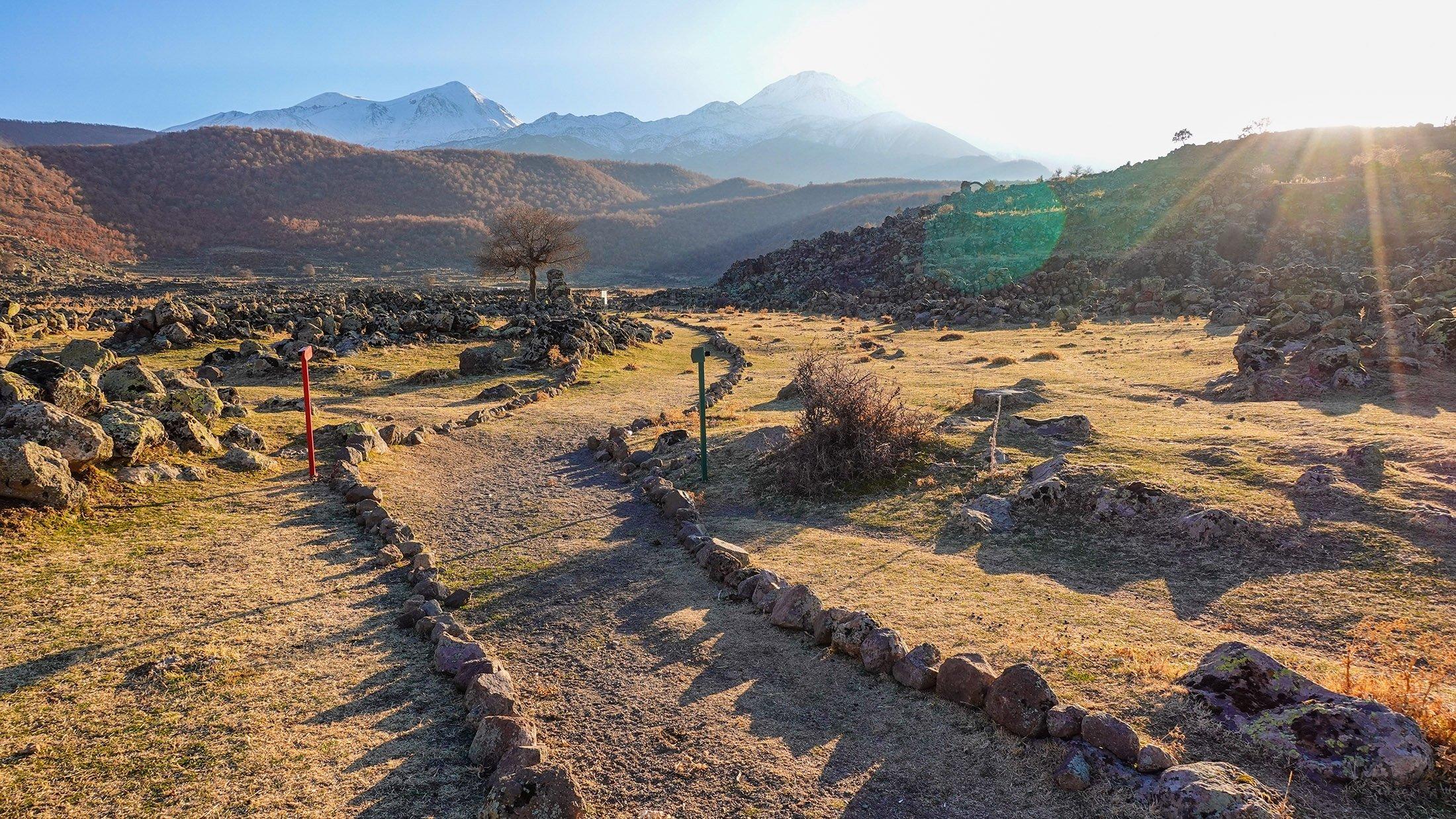 The walking path at Mokissos. (Photo by Argun Konuk)