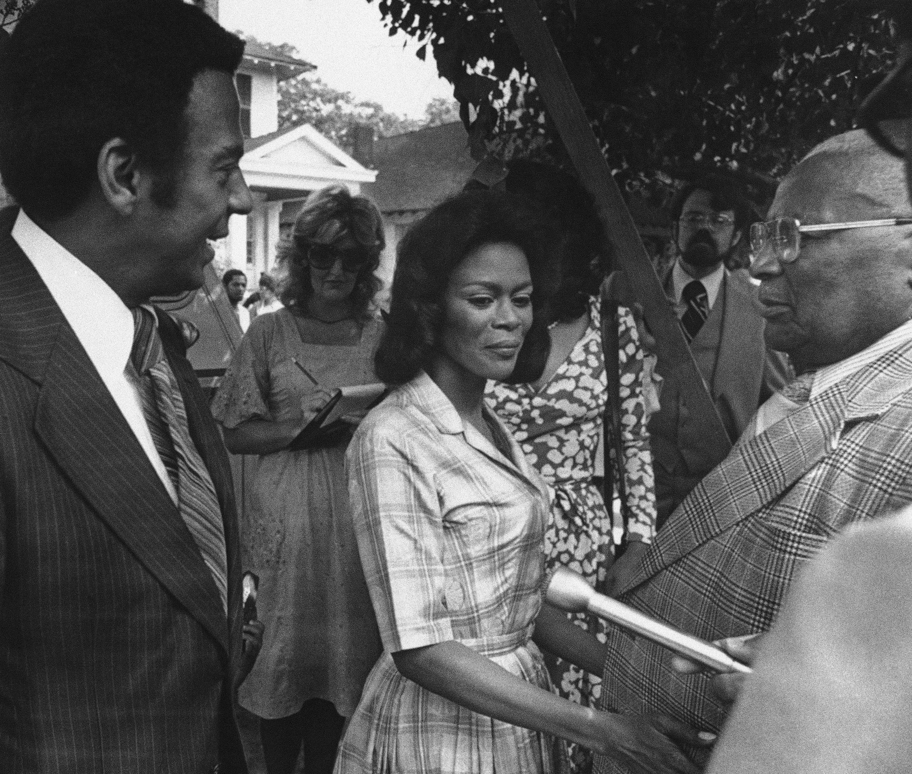 Ambassador Andrew Young (L) talks to actress Cicely Tyson (C) and Rev. Martin Luther King, Sr. (R) on the set of