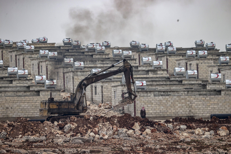 28 Ocak 2021 Suriye İdlib'de briketten ev inşaatı devam ediyor (AA Fotoğrafı)