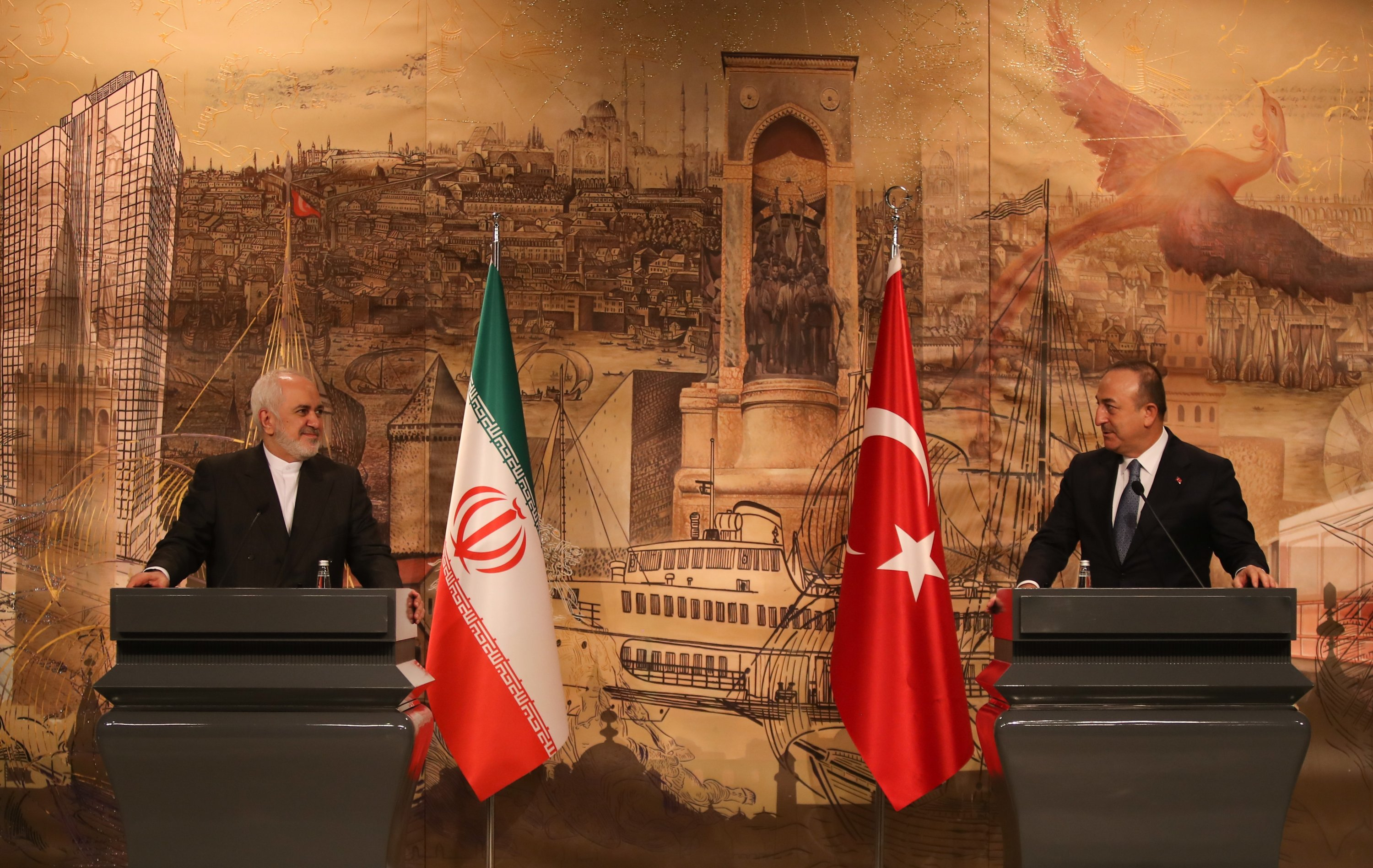Foreign Minister Mevlüt Çavuşoğlu (R) with his Iranian counterpart Javad Zarif in a press conference in Istanbul, Jan.29, 2021. (AA)