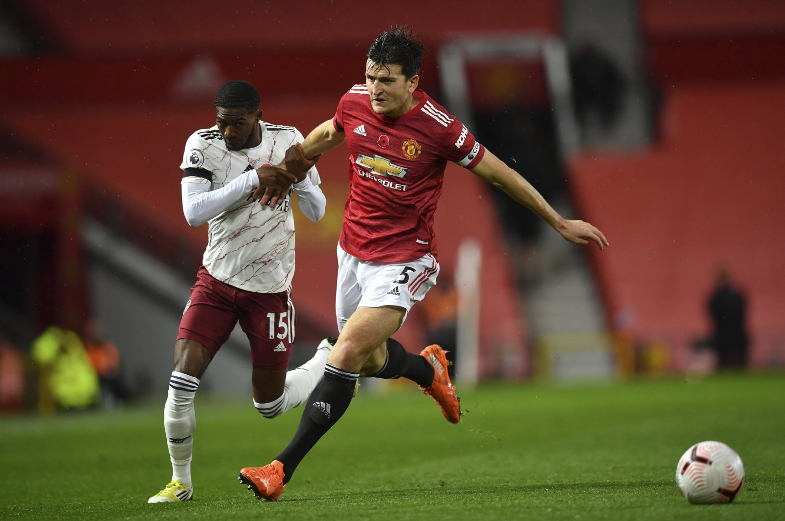 Manchester United's Harry Maguire (R) fights for the ball with Arsenal's Ainsley Maitland-Niles during a Premier League match at the Old Trafford stadium in Manchester, England, Nov. 1, 2020. (AP Photo)