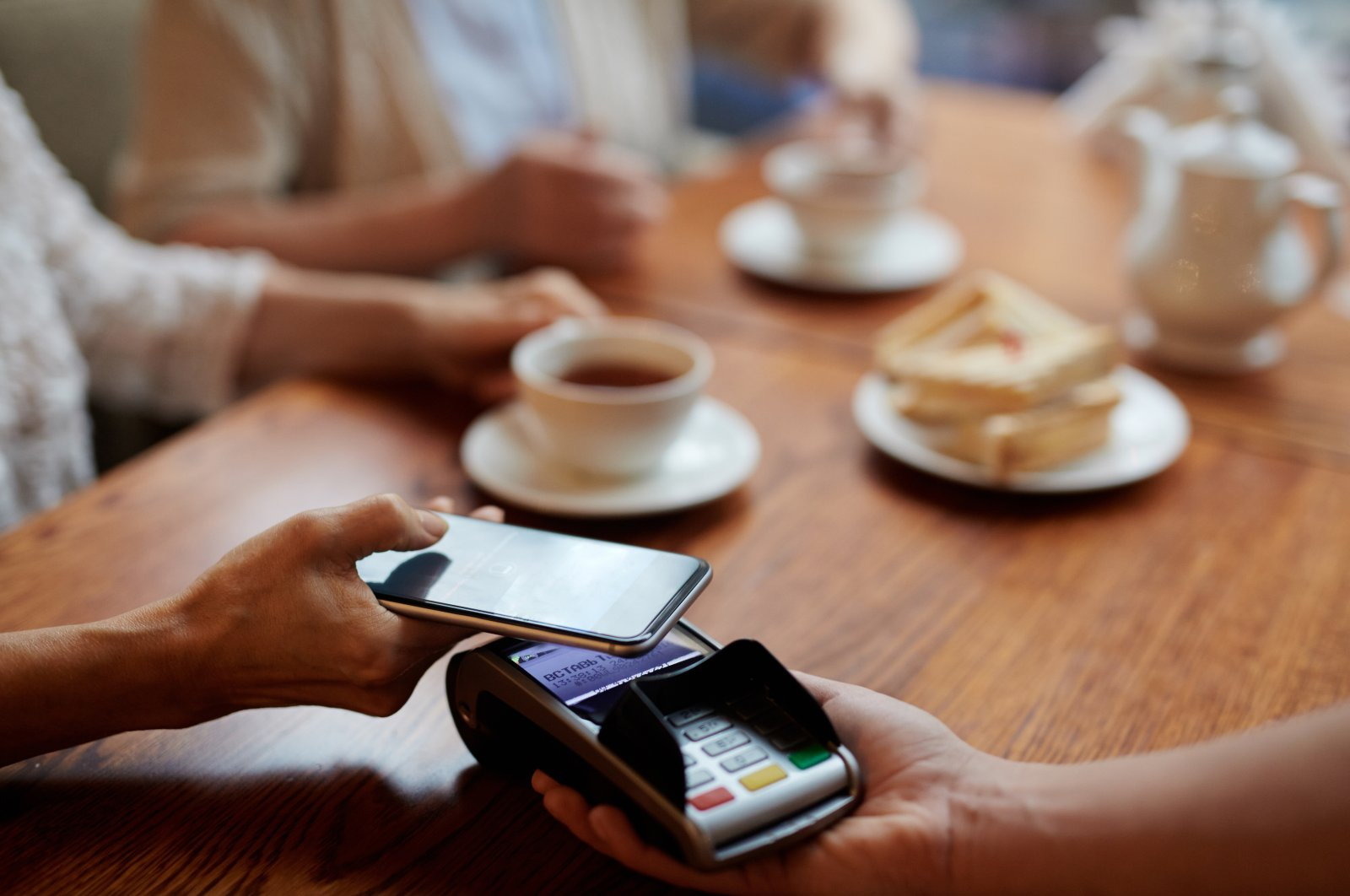 Mobile payments through QR codes are expected to surpass card payments. (Shutterstock Photo)