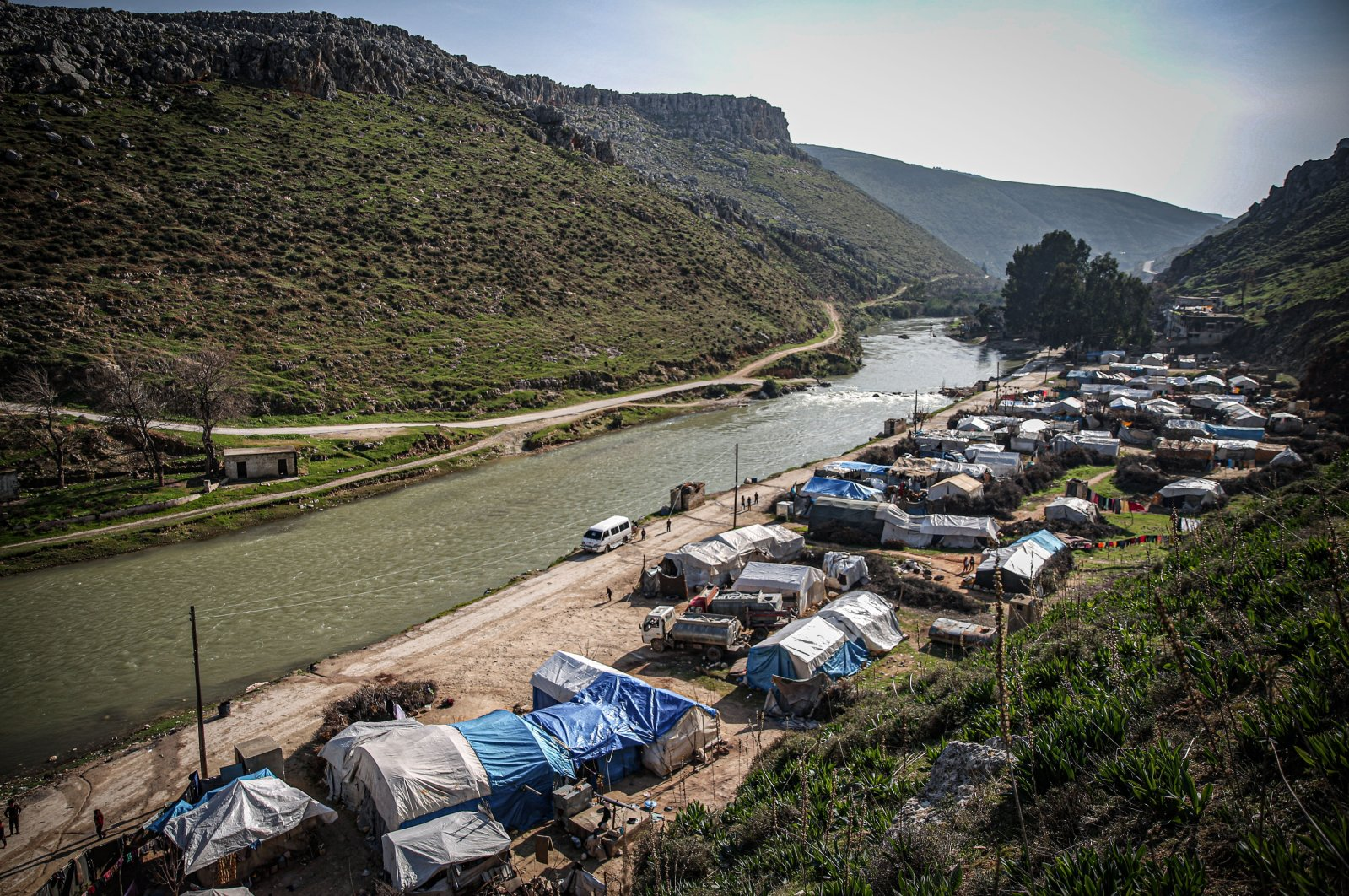 The Sheik Isa tent camp sits on the shore of the Orontes (Asi) River, Jan. 29, 2021. (AA)