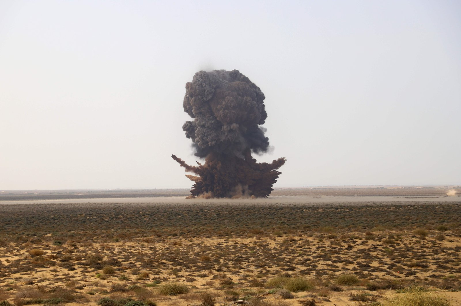 A joint Saudi-backed Sudanese-Yemeni military experts force removes and deactivates some 5,000 landmines which they said were planted by the Iran-aligned Houthi rebels in Yemen's northern coastal town of Midi, located in conflict-ridden Hajjah governorate near the border with Saudi Arabia on the Red Sea on Jan. 30, 2021. (AFP Photo)