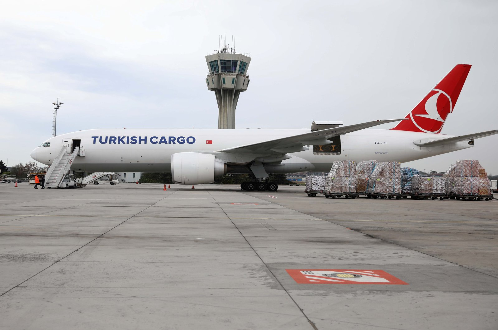 A Turkish Cargo plane carrying China'sSinovac COVID-19 vaccines in active temperature control containers is seen on the tarmac of Atatürk Airport before departing to Brazil, in Istanbul, Turkey, Nov. 18, 2020. (Reuters Photo)
