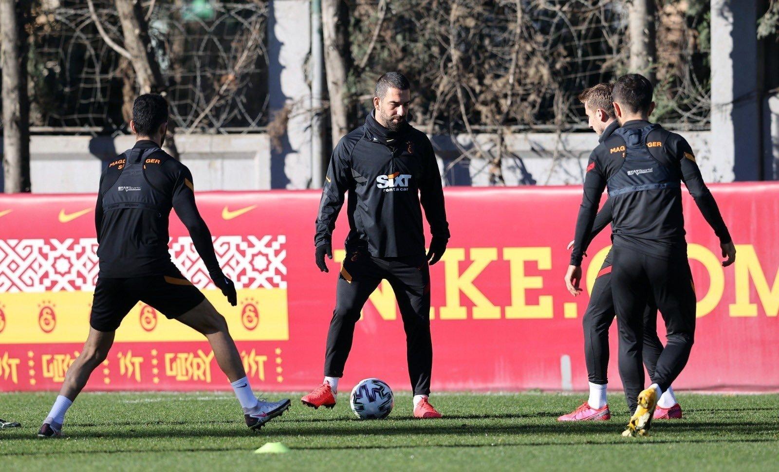 Galatasaray's Arda Turan (C) trains with teammates ahead of Tuesday's Süper Lig match against Başakşehir, Istanbul, Turkey, Feb. 1, 2021.