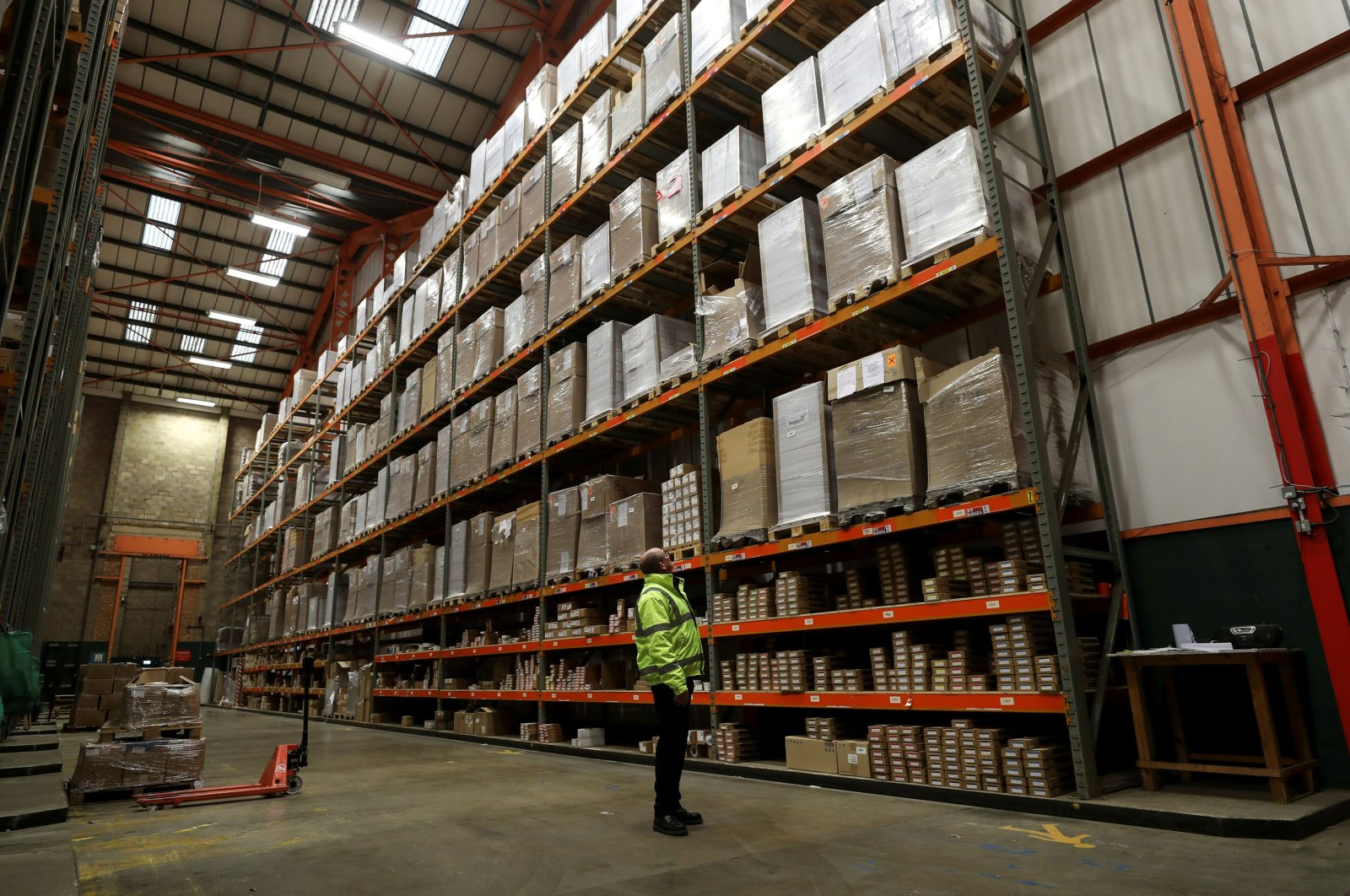 An employee looks up at goods at the Miniclipper Logistics warehouse in Leighton Buzzard, Britain, Dec. 3, 2018. (Reuters Photo)