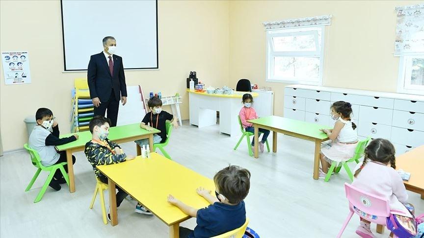 Preschoolers attend a class at a school, in Istanbul, Turkey, Oct. 2, 2020. (AA PHOTO)