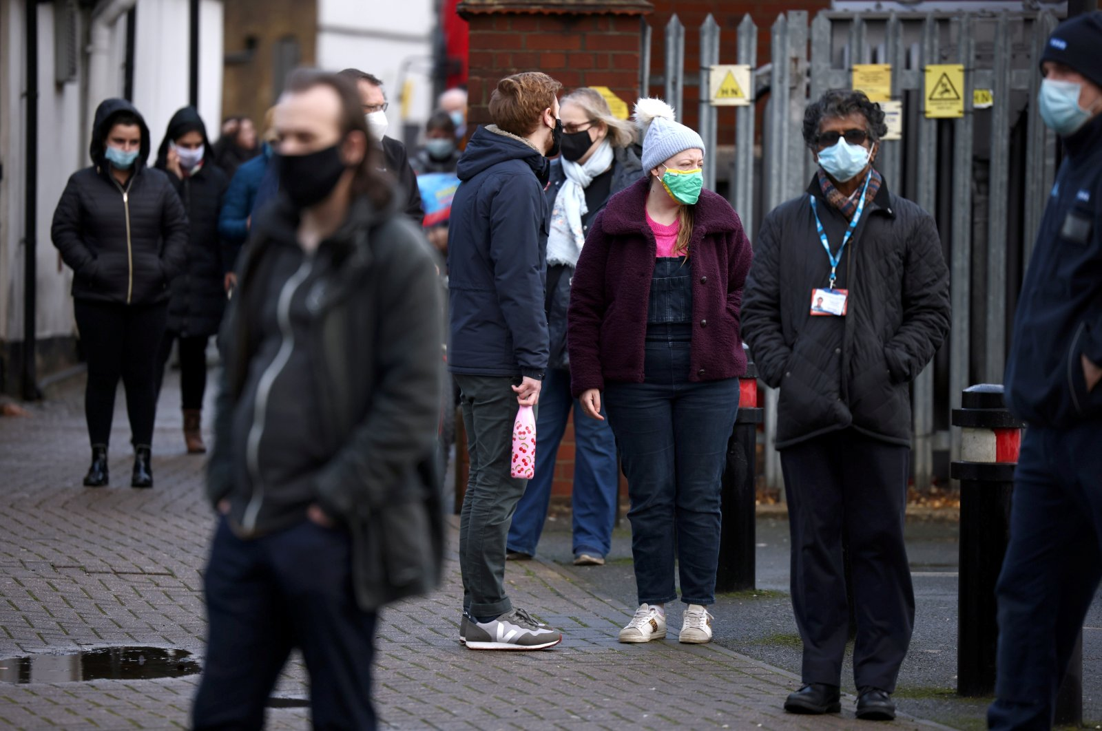 People queue at a coronavirus testing site after a new variant of SARS-CoV-2 originating from South Africa was discovered, in Ealing, West London, Britain, Feb. 2, 2021. (Reuters Photo)