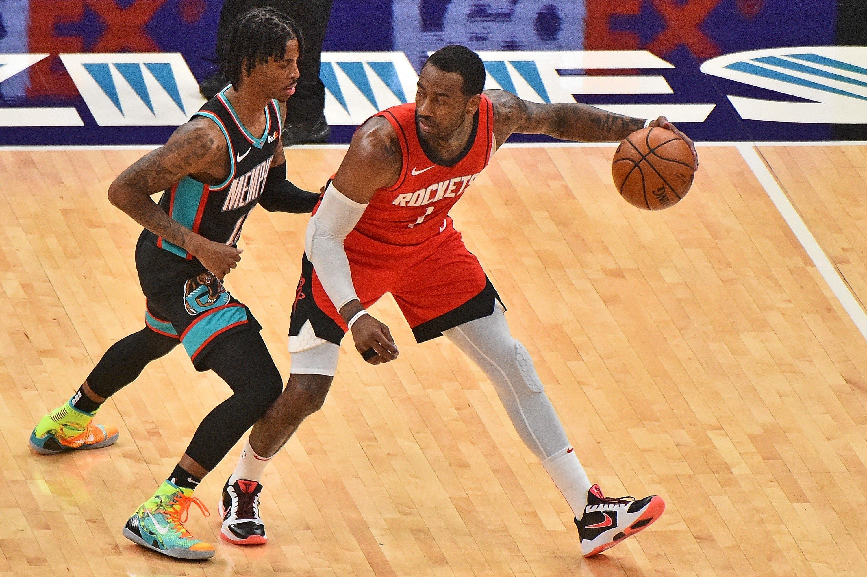 Houston Rockets' John Wall (R) handles the ball against Memphis Grizzlies Ja Morant at FedExForum, Memphis, Tennessee, U.S., Feb. 4, 2021. (AFP Photo)