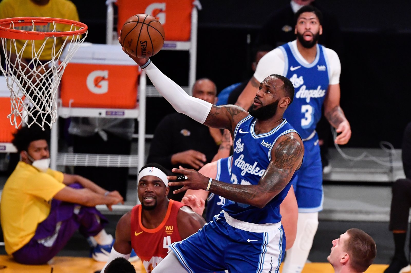 Los Angeles Lakers forward LeBron James (C) scores over Denver Nuggets forward JaMychal Green (L) and center Nikola Jokic (R) during the first quarter at Staples Center, Angeles, California, U.S., Feb 4, 2021. (REUTERS Photo)