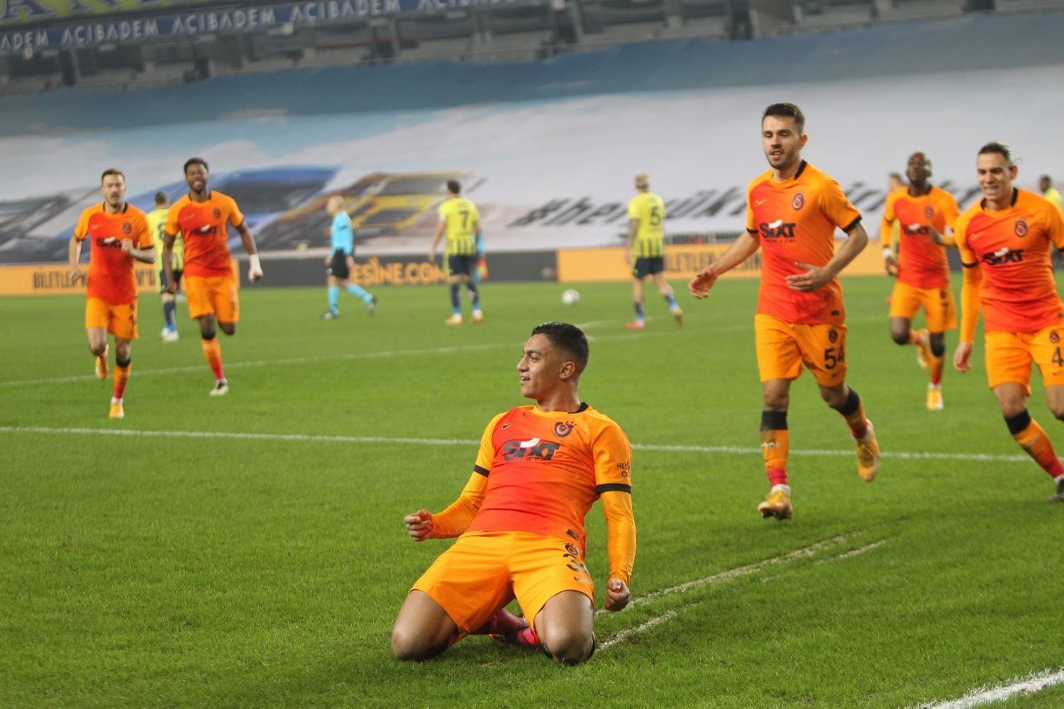 Galatasaray's Egyptian forward Mostafa Mohamed (C) celebrates scoring the winning goal against Fenerbahçe, Şükrü Saracoğlu Stadium, Istanbul, Feb. 6, 2021. (DHA Photo)