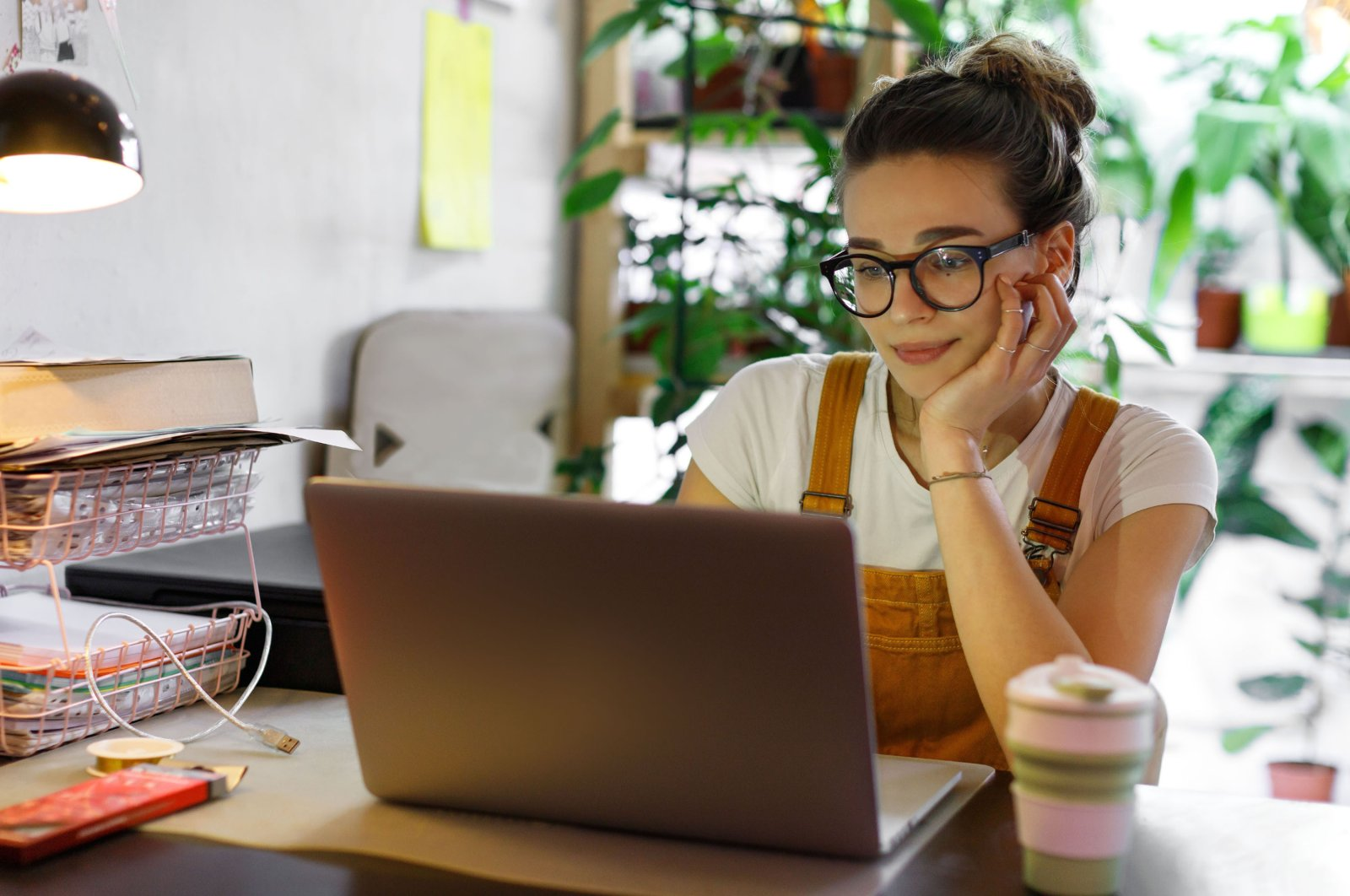 Working from home practices cost employees with different expenses from heating to light or charging a laptop. (Shutterstock Photo)