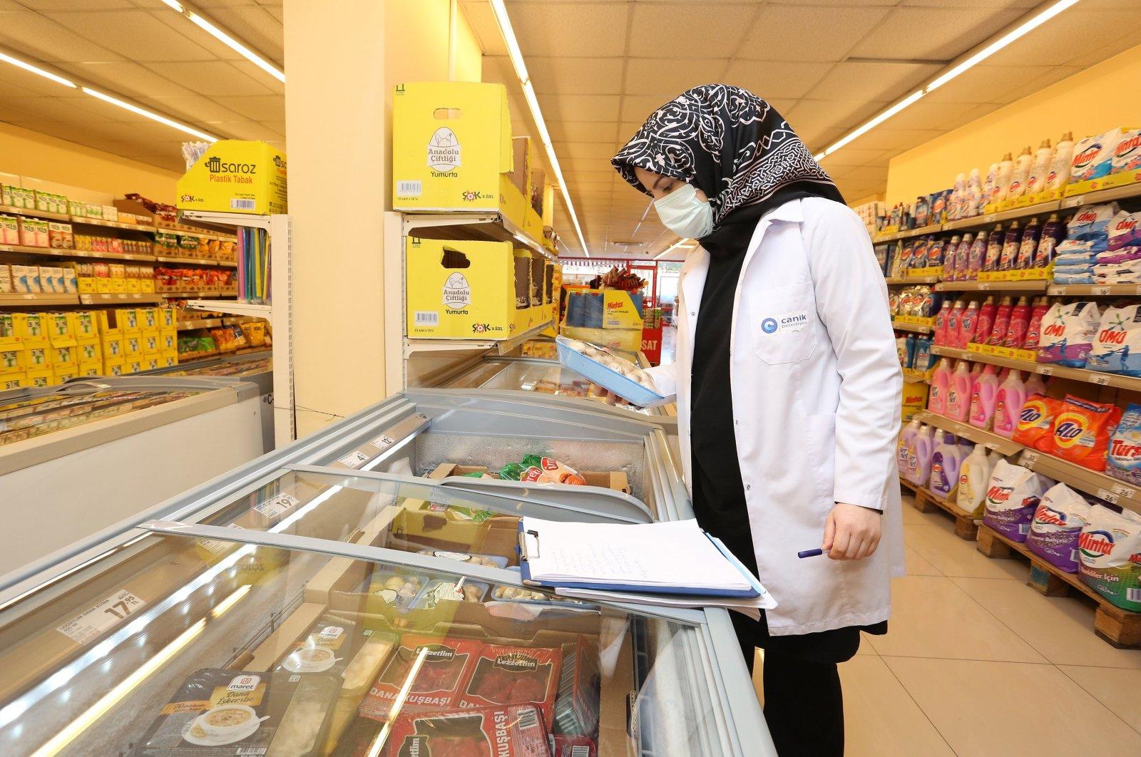 Municipality staff conducts an audit at a supermarket in the Black Sea province of Samsun, northern Turkey, Feb. 3, 2021. (IHA Photo)