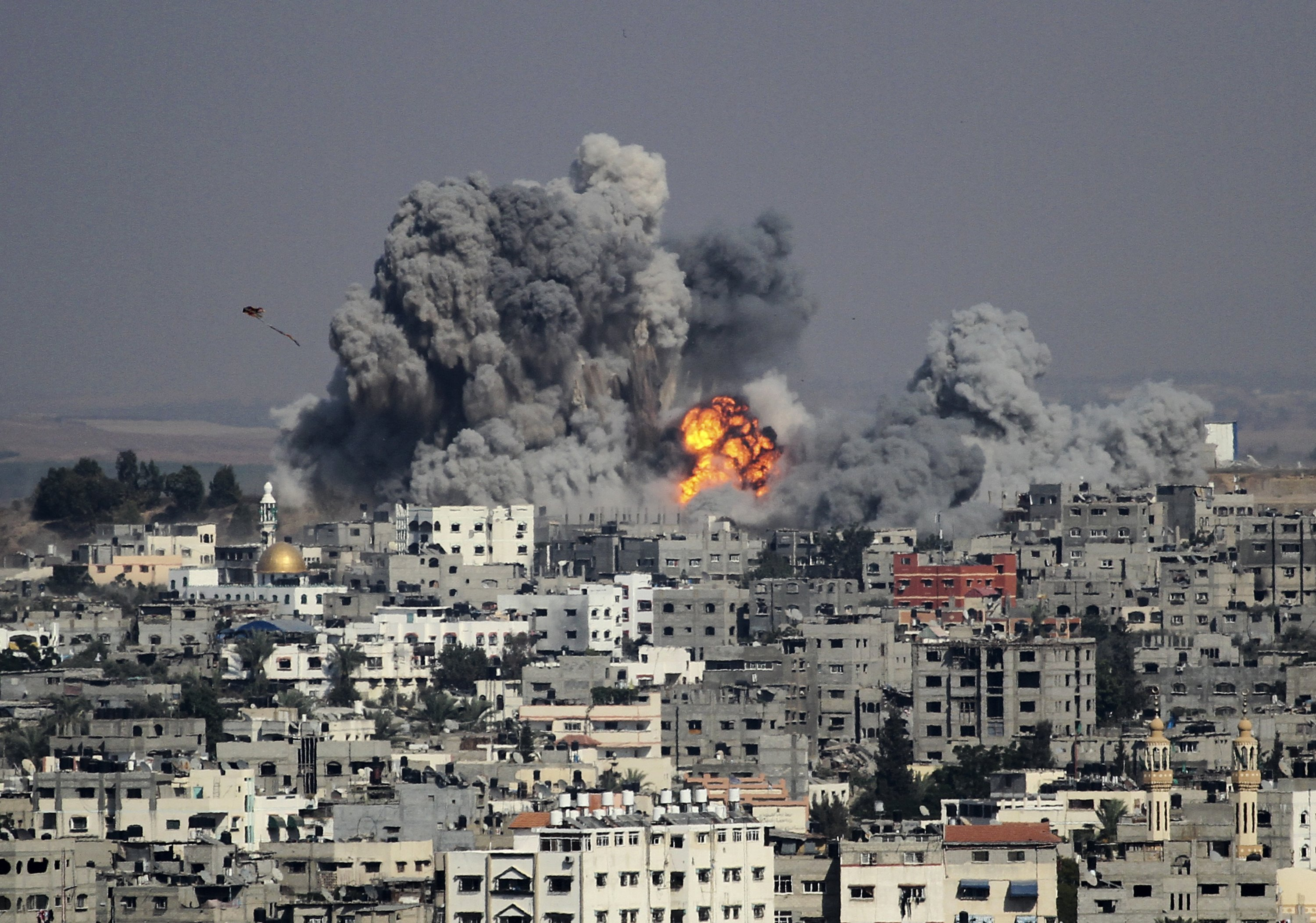 Smoke rises after a deadly Israeli attack in the east of Gaza City, Palestine, July 29, 2014. (Photo by Getty Images)