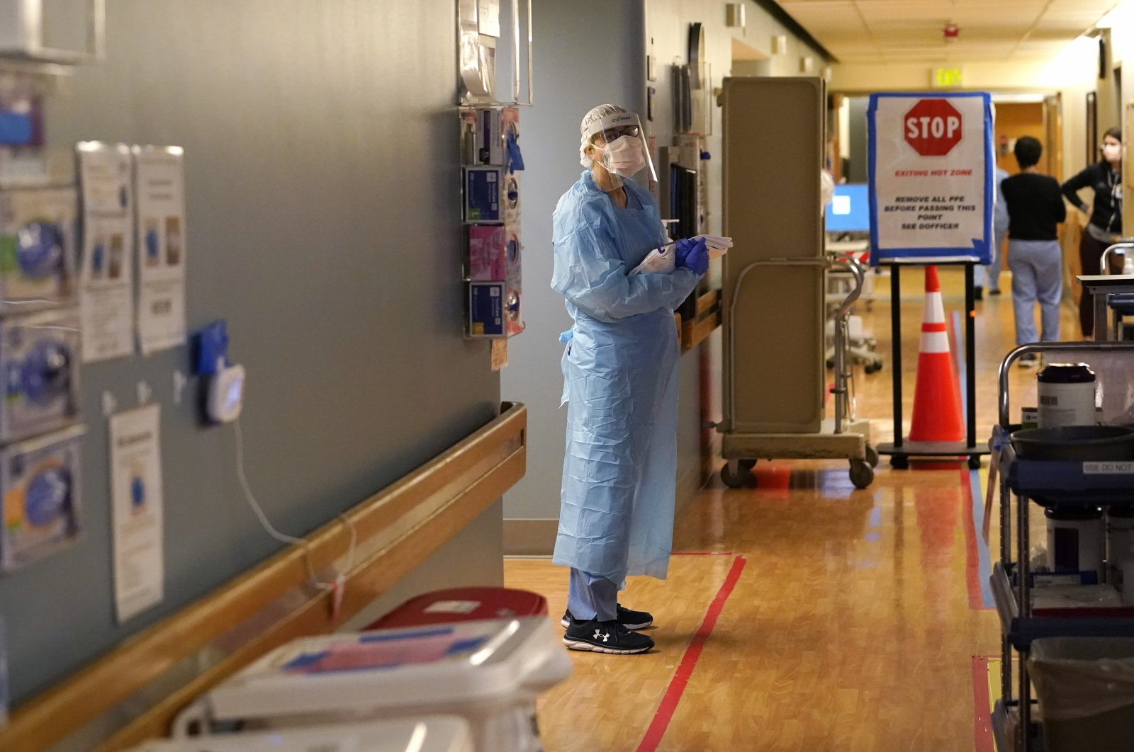 A nurse waits in the COVID-19 acute care unit at UW Medical Center, Seattle, United States, Jan. 26, 2021. (AP Photo)