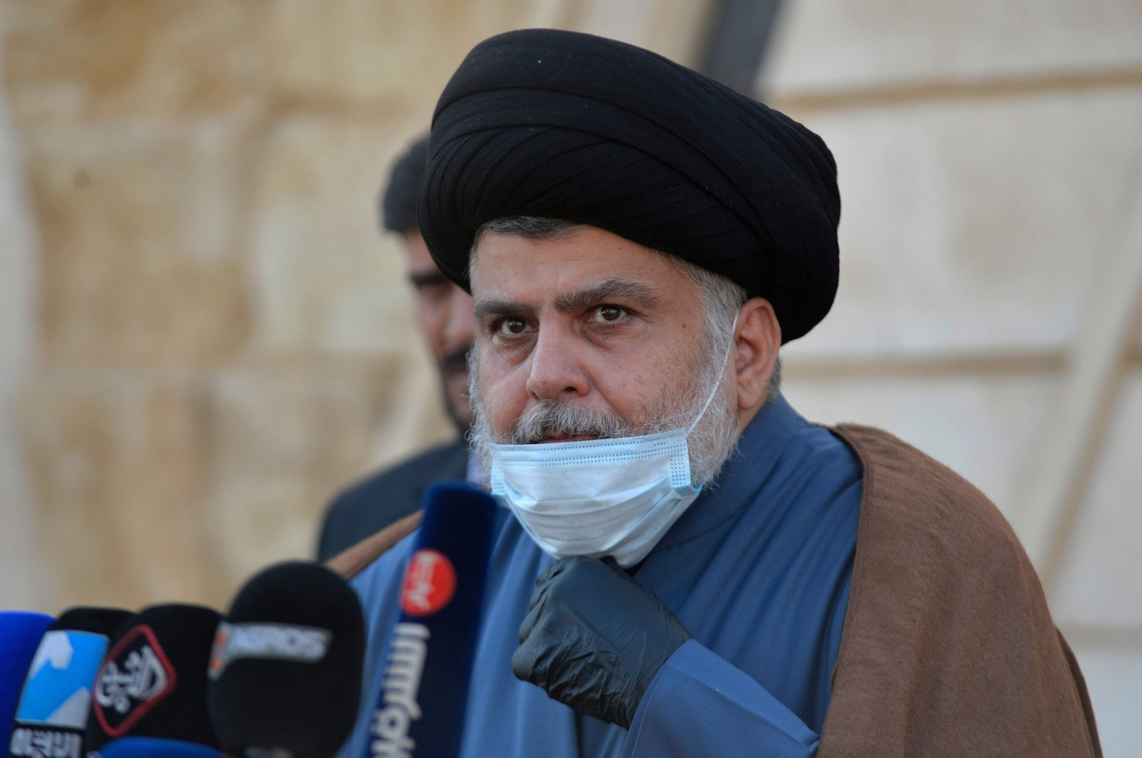 Iraqi cleric Moqtada al-Sadr delivers a statement in support of the early elections outside of his home in Iraq's holy city Najaf, on Feb.10, 2021. (AFP Photo)