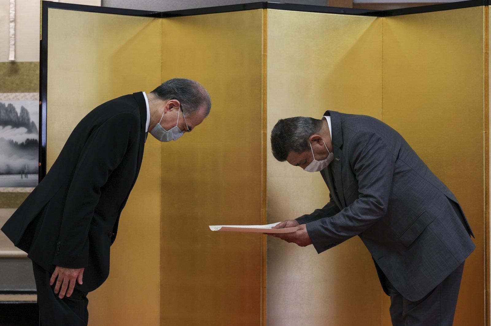 Japanese Ambassador to Turkey Kazuhiro Suzuki (L) and AFAD Bursa province head Yalçın Mumcu (R) bow to each other as the former presents the award, in the capital Ankara, Turkey. (AA Photo)