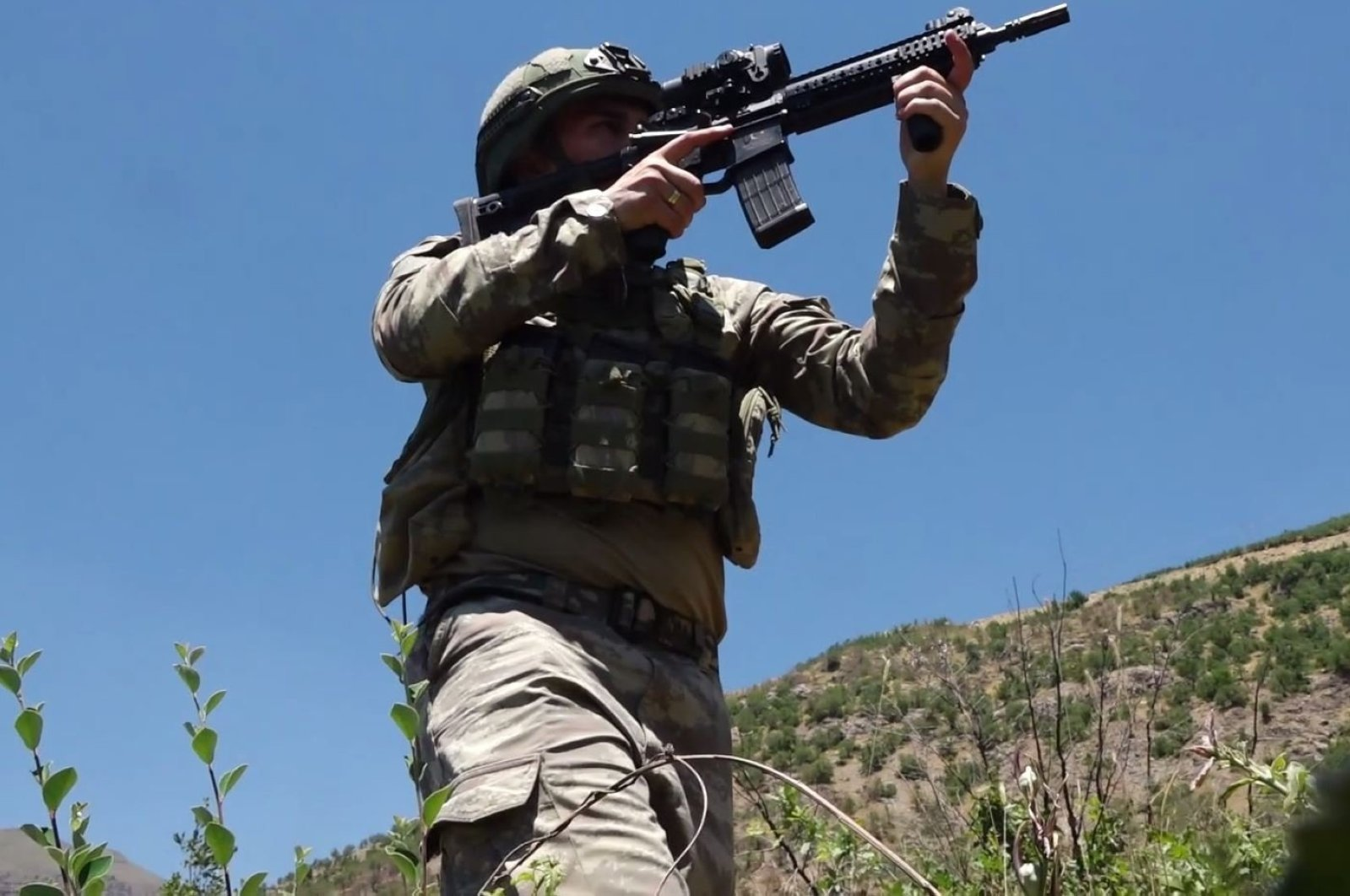 A Turkish soldier holds a gun in this undated photo, in an undisclosed location. (DHA Photo)