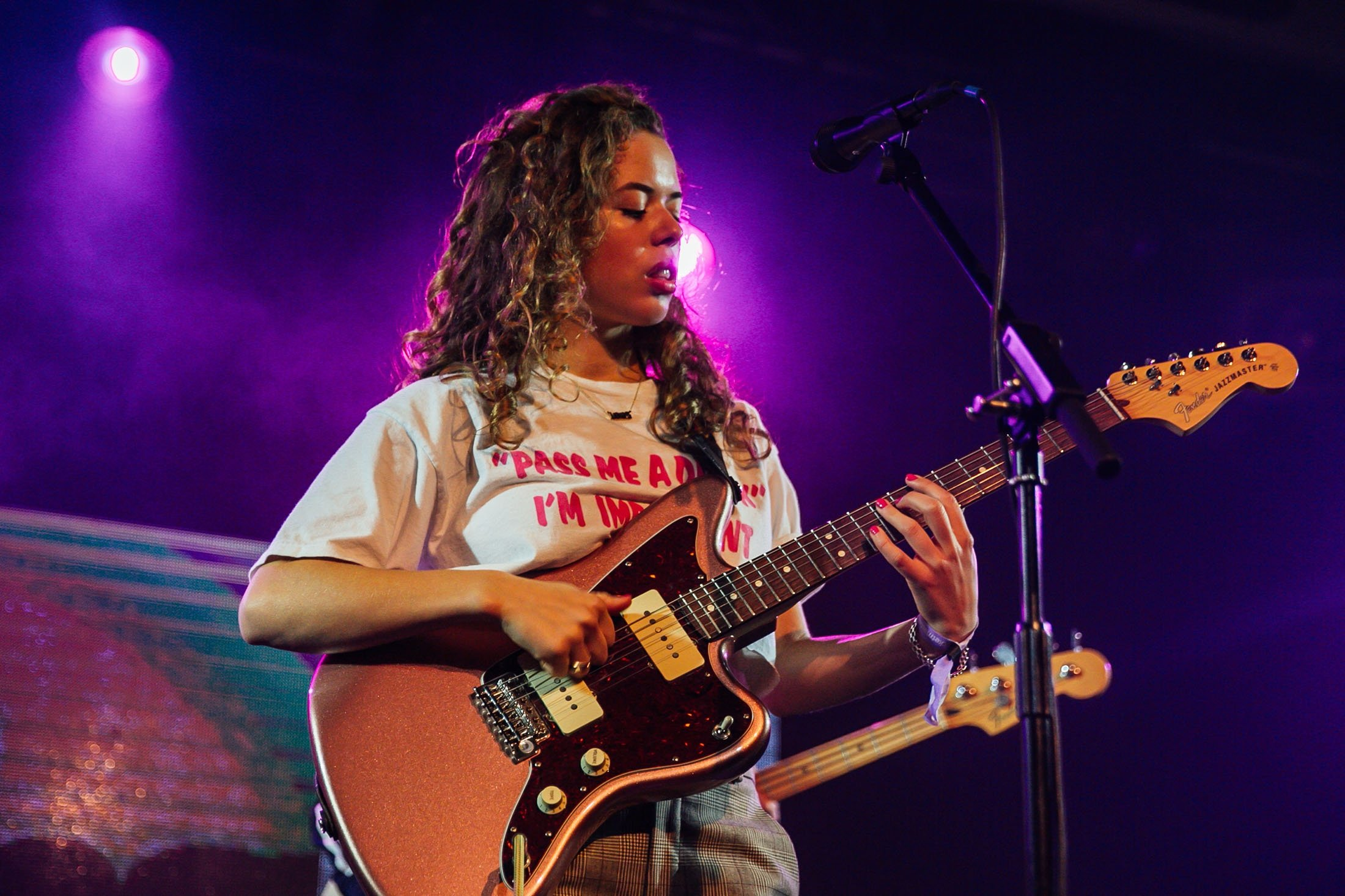 Nilüfer Yanya performs on stage at SWN Festival 2019 on October 18, 2019 in Cardiff, Wales. (Getty Images/ Mike Lewis Photography/Redferns)