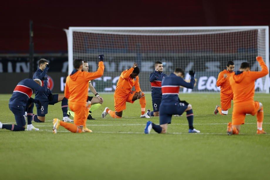Paris Saint-Germain and Istanbul Başakşehirplayers take a knee before the start of a UEFA Champions League match at the Parc des Princes Stadium, Paris, France, Dec. 9, 2020. (EPA Photo)