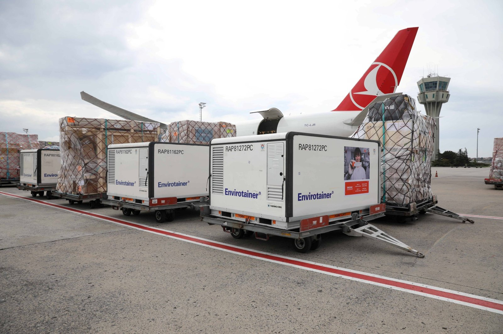 Active temperature control containers carrying China's Sinovac experimental COVID-19 vaccines are loaded onto a Turkish Cargo plane at Istanbul Airport before departing for Brazil, in Istanbul, Turkey, Nov. 18, 2020. (Photo by THY via Reuters )