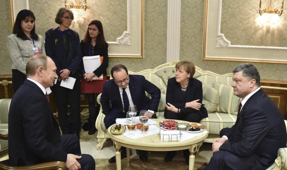 Russian President Vladimir Putin, then-French President Francois Hollande, German Chancellor Angela Merkel and then-Ukrainian President Petro Poroshenko hold a meeting in Minsk, Belarus, Feb. 11, 2015. (AP Photo)