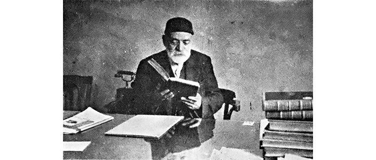Ali Emiri Efendi established the Millet Library with 16,000 books he donated athis own expense.